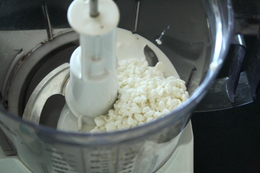 Cottage cheese in the processor 01