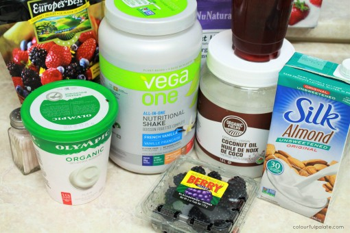 ingredients-for-a-blackberry-vegan-crumble-smoothie